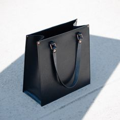 Alfie Douglas Alfie One - Classic Tote / Black - tote bag - Handbag - Structure - Leathercraft - handmade in England - fashion - leather goods