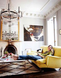 La gente feliz tiene un sofá amarillo (y 20 propuestas para convencerte) · Happy people have yellow sofas (and here's the proof) - Vintage & Chic. Pequeñas historias de decoración · Vintage & Chic. Pequeñas historias de decoración · Blog decoración. Vintage. DIY. Ideas para decorar tu casa