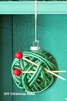 16 DIY Fun & Easy Christmas Ornaments DIY your own Christmas tree ornaments! These 16 great ideas for Christmas ornaments to make yourself are easy and lovely. Easy Christmas Ornaments, Homemade Ornaments, Christmas Ornaments To Make, Xmas Crafts, How To Make Ornaments, Diy Christmas Gifts, Simple Christmas, Ornaments Ideas, Christmas Decorations