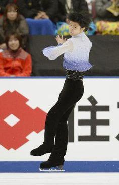 男子SPで4回転ジャンプを跳ぶ羽生結弦=長野市ビッグハット ▼26Dec2014共同通信|V3狙う羽生、SP首位 町田2位、17歳宇野が3位 http://www.47news.jp/CN/201412/CN2014122601002293.html #Yuzuru_Hanyu #Big_Hat_Nagano #Japan_Figure_Skating_Championships_2014 ◆Japan Figure Skating Championships - Wikipedia http://en.wikipedia.org/wiki/Japan_Figure_Skating_Championships