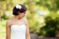 love brides hair with flower