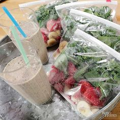Start making smoothie bags in the morning for a quick and easy breakfast. Making these bags ahead of time gets you out of the door fast with a healthy and tasty smoothie in your hand. Try this nutritious smoothie recipe for your next smoothie bag. Kale Smoothie Recipes, Yummy Smoothies, Smoothie Drinks, Homemade Smoothies, Healthy Drinks, Healthy Snacks, Healthy Recipes, Blender Recipes, Yummy Recipes
