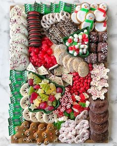christmas cookies and candy Weihnachtspltzchen Candy Charcuterie Boards How to create a Christmas Candy Charcuterie Board with store bought items! Christmas Party Food, Christmas Brunch, Christmas Appetizers, Christmas Sweets, Christmas Goodies, Christmas Holidays, Christmas Decorations, Christmas Entertaining, Christmas Baking Gifts