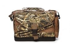 The Realtree MAX-5 Rig'Em Right Deluxe Spinner Bag lets you protect and transport up to two spinning wing decoys in a single, heavy-duty floating carrying case.  The bag features internal pockets for spare batteries, padded slots to store and protect wings, convenient slots to accommodate extension poles and extra external pockets for spare thumb-screws and miscellaneous gear.
