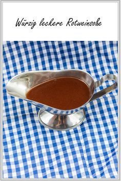 A delicious red wine sauce that goes very well with pan-fried foods. By reducing it you get a spicy wine note! Sauce Recipes, Wine Recipes, Tapas, Wine Dispenser, Salsa Picante, Good Food, Yummy Food, Homemade Wine, Wine Sauce