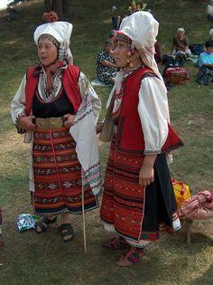 Носиите според мен са от Ловешко, по-конкретно - село Стефаново