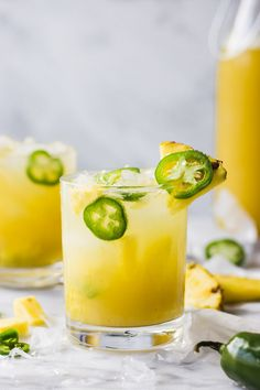 Jalapeno Smash Pineapple Jalapeño Smash - An easy summer cocktail - the perfect combination of sweet and spicy!Pineapple Jalapeño Smash - An easy summer cocktail - the perfect combination of sweet and spicy! Cocktail Vodka, Pineapple Cocktail, Cocktails Bar, Cocktail Recipes, Pineapple Juice, Pineapple Vodka Drinks, Vodka Martini, Easy Vodka Cocktails, Tequila Drinks
