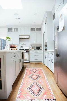 This graphic, feminine rug breathes live into this gorgeous white kitchen.