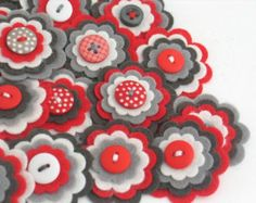 MAYA x 3 fieltro Flores adornos hechos a por thejellybeanstudio