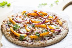 cheesy bbq chicken pizza recipe by skinny mom Carbonara Healthy Homemade Pizza, Healthy Pizza Recipes, Cheesy Recipes, Low Calorie Recipes, Cooking Recipes, Healthy Dinners, Healthy Food, Yummy Food, Healthy Lunches