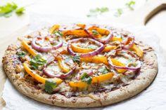 cheesy bbq chicken pizza recipe by skinny mom Carbonara Healthy Homemade Pizza, Healthy Pizza Recipes, Cheesy Recipes, Low Calorie Recipes, Cooking Recipes, Healthy Dinners, Healthy Food, Healthy Lunches, Weeknight Dinners