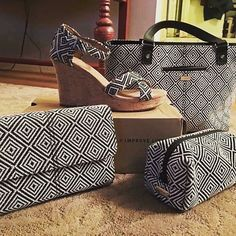 Trend alert - graphic weave print in various fashion accessories!