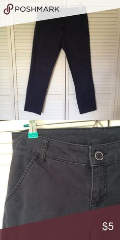 """🆓 with purchase!  Benetton pants US 4 Cute Benetton pants bought in Italy.  US size 4, navy blue, pockets, really cute!  Used but in good condition.  Small """"4"""" written on the tag.  Purchase price listed or 🆓 with ANY purchase!! Just request it when you make a purchase.  Measurements laying flat are as follows:  total length-34 1/2"""", waist-15 3/4"""", hips-18 1/2"""".  I love questions and custom bundles!  Thanks! Benetton Pants Skinny"""