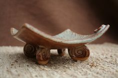 Curved Leaf Footed Plate - great spiral feet!
