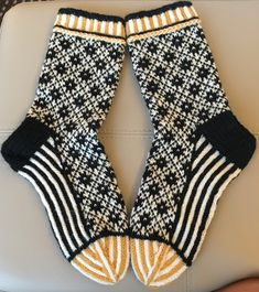 History of Knitting String rotating, weaving and stitching careers such as BC. Even though decades, ev. Crochet Socks, Knit Mittens, Knit Or Crochet, Knitting Socks, Hand Knitting, Knitting Patterns, Beginner Knitting, Yarn Inspiration, Wool Socks