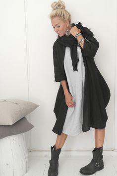 BOHEMIANA Linen Dress & Jacket, MY66 Leather Bracelet, PRIMEBOOTS Boots / @bypiaslifestyle