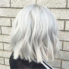 New Short White Hair Ideas 2019 - The UnderCut - Frisuren Thin Straight Hair, Thin Hair, Wavy Hair, Short White Hair, Silver White Hair, Short Silver Hair, Silver Blonde Hair, Grunge Hair, Great Hair