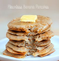 Flourless Pancakes - from Chocolate Covered Katie: cup rolled oats, 2 tbsp m. - Flourless Pancakes – from Chocolate Covered Katie: cup rolled oats, 2 tbsp milk of choice, cup… Full Recipe: chocolatecoveredk… Breakfast And Brunch, Breakfast Recipes, Vegan Breakfast, Flourless Banana Pancakes, Banana Pancakes No Flour, Flourless Desserts, Pancakes From Bananas, Banana Oatmeal Pancakes Vegan, Healthy Baked Oatmeal