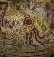 La tumba de las sacerdotisas  de San Jose de Moro.  Las sacerdotisas presentan características de animales pues sus trenzas terminan en cabeza de serpiente, utilizaban finos tejidos muy decorados,  así como también objetos de oro y cobre como las orejeras.