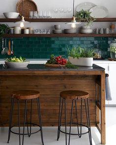 25 Contrasting Kitchen Island Ideas For A Statement - Küche - Home Sweet Home Küchen Design, Deco Design, House Design, Design Ideas, Design Trends, New Kitchen, Kitchen Interior, Kitchen Dining, Kitchen White