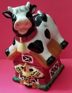 Barn With Cow And Chicken Vintage Cookies, Cookie Jars, Pepper, Cow, Salt, Chicken, Desserts, House, Collection