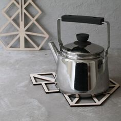 Arbre décoratif / dessous de plat idéal pour lier l'utile à l'agréable pour une belle table de nöel !