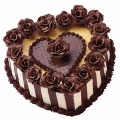 Take a peek under the sweet candy roses, candy heart plaque and two-tone candy sides. Beneath all these luscious chocolatey trims you'll find a tasty cheesecake!