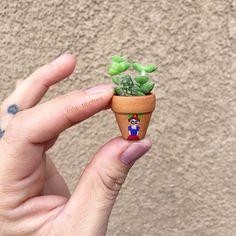 Ya ven que mi 👶🏼 #Arley se despierta por las noches a 🍼 y se me va el sueño 💤 entonces me pongo a 🎨😍💕🔍🌵👀😚#paints#fridita#mini#tiny#cacti#littlethings#cacto#fridakahlo #colors#art#lolatiliches#succulentscactuslove#crassula#pequeñeces#mx#fridacactus#cactusmagazine#succulove#succulentcity#goodvibes#houseplantclub#cactusmovement#mijardin