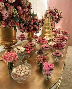 Quem não amaria uma decoração dessa??? Rosa com dourado, recombinação perfeita, meus olhos até brilham seus convidados então?? #festa #inspiracao #15anos #decoracao
