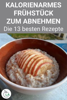 Schnelles Apfel Zimt Porridge – Fitness Rezept zum Abnehmen This apple cinnamon porridge is healthy, delicious and ideal for losing weight. Here you will find the complete recipe for the delicious fitness breakfast with oatmeal. Apple Cinnamon Oatmeal, Cinnamon Swirl Bread, Cinnamon Apples, Cinnamon Porridge Recipes, Breakfast Desayunos, Health Breakfast, Breakfast Recipes, Breakfast Ideas, Healthy Meal Prep
