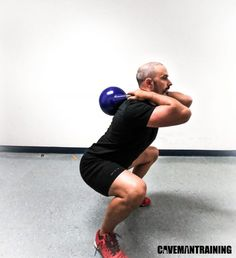 A conventional exercise with unconventional equipment. The kettlebell squat is often seen as just a goblet squat, and that's it. Kettlebell Challenge, Kettlebell Circuit, Kettlebell Training, Kettle Bell Squats, Kettlebell Benefits, Squat Variations, Goblet Squat, Health Club, Strength Training