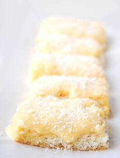 Quadrados Rafaello (bolo de coco com creme de baunilha)