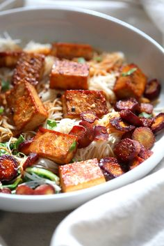 Baked Chili Garlic Tofu, Carrot, Chard and Noodle Bowls – Vegan Richa Baked Chili Garlic Tofu, Carrot, Chard and Noodle Bowls. Add some toasted cashews and other veggies of choice. Best Tofu Recipes, Vegan Recipes Easy, Asian Recipes, Whole Food Recipes, Vegetarian Recipes, Dinner Recipes, Cooking Recipes, Whole30 Recipes, Vegetable Recipes