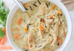 Cette soupe au poulet et riz sauvage est nourrissante et très facile à faire  Parfait pour les lunchs!