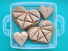 101 ways to make peanut butter sandwiches. great for the kids. Muffin Tin Recipes, Bento Recipes, Bento Ideas, Lunch Ideas, Meal Ideas, Valentines Healthy Snacks, Valentines Food, Sandwich Thins