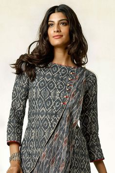 Salwar Suits, Online India dress for girls, Girls Ethnic wear are considered to be the comfort and modest attire worn by the Indian women. Kurta Designs Women, Kurti Neck Designs, Dress Neck Designs, Salwar Designs, Chudidhar Designs, Printed Kurti Designs, New Kurti, Kurti Patterns, Kurti Designs Party Wear