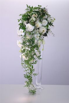 Love the trailing bouquet.
