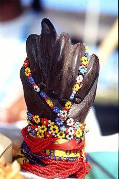 Figa de madeira com miçangas e colares. Salvador-Bahia-Brasil