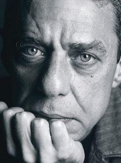 Chico Buarque de Holanda - é um músico, dramaturgo e escritor brasileiro. É…