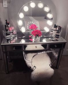 How perfect is masterpiece? We can stare at this all day! Featuring the Impressions Vanity Sunset with Clear Incandescent Bulbs & Impressions Vanity Mirrored Vanity Table. - Diy for Home Decor Sala Glam, Mirrored Vanity Table, Vanity Tables, Vanity Mirrors, Vanity Room, Vanity Decor, Makeup Tables, Glam Room, Makeup Rooms