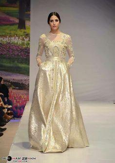 Perhaps a gold dress for Nikkah Morrocan Dress, Moroccan Caftan, Oriental Dress, Oriental Fashion, Caftan Dress, I Dress, Gold Dress, African Dress, Indian Dresses