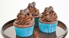 Estos cupcakes de chocolate son deliciosos y quedan con un sabor bien intenso a chocolate. Son facilísimos de hacer y quedan super lindos. Probálos!!! Molde ...