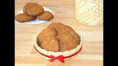 Crunchy on the outside but soft and chewy on the inside, with sparkling sugary tops and so flavorful, these gingersnaps make the perfect Christmas treat. They are packed with Christmas smells and f… Lemon Crinkle Cookies, Chocolate Crinkle Cookies, Chocolate Crinkles, Raisin Cookies, Winter Desserts, Best Chocolate, Ginger Snaps, Food Videos