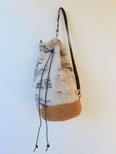 Size: Bag About (l) (Bottom diameter) Perfect for an early spring outing, this drawstring bag is unique and stylish with the hemp yarn-woven bottom to Tote Backpack, Tote Bag, Sewing Hacks, Sewing Projects, Drawstring Bag Tutorials, Hemp Yarn, Waxed Canvas, Bago, Bag Making