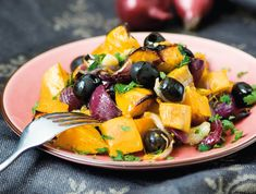 Hidegben akár reggelire is készíthetünk ilyen fincsi meleg salátát. Fruit Salad, Potato Salad, Paleo, Food And Drink, Tasty, Healthy Recipes, Meals, Dinner, Vegetables