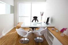 Designing a home office is easy for some people, while others find the process daunting. Small Office Design, Office Table Design, Home Office Design, Home Office Decor, Home Decor, Office Designs, Design Offices, Office Ideas, Clinic Interior Design