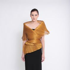 Ditta Sandico is a visionary fashion designer that embraces an ecological-friendly design and sustainable production process. Filipiniana Wedding Theme, Modern Filipiniana Dress, Filipina Beauty, Green Fashion, Evening Dresses, Bell Sleeve Top, Vogue, Gowns, Elegant