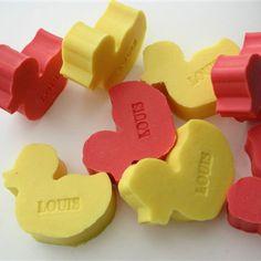 Een persoonlijk EEND zeepje met een naam of datum! Vele kleuren en geuren! Informeer naar alle mogelijkheden! SNEL en VEILIG betalen