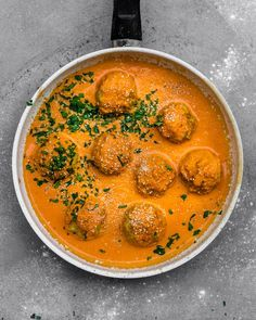 veganes Kartoffel Bällchen mit Gram Masala Sauce Rezept