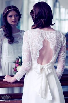 He encontrado este interesante anuncio de Etsy en https://www.etsy.com/es/listing/170887443/lace-wedding-top-separate-amelie